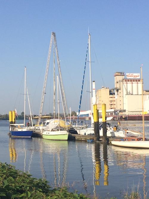 Kleiner Yachthafen in Woltmershausen