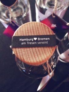 Nork. Hamburg und Bremen am Tresen vereint.